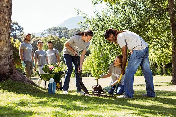 sabiha-khan-volunteers-gardening-together.jpg