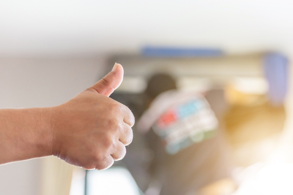 close-up-of-air-conditioning-repair-man-hand-giving-thumb-up-as-sign-picture-id1179591214.jpg
